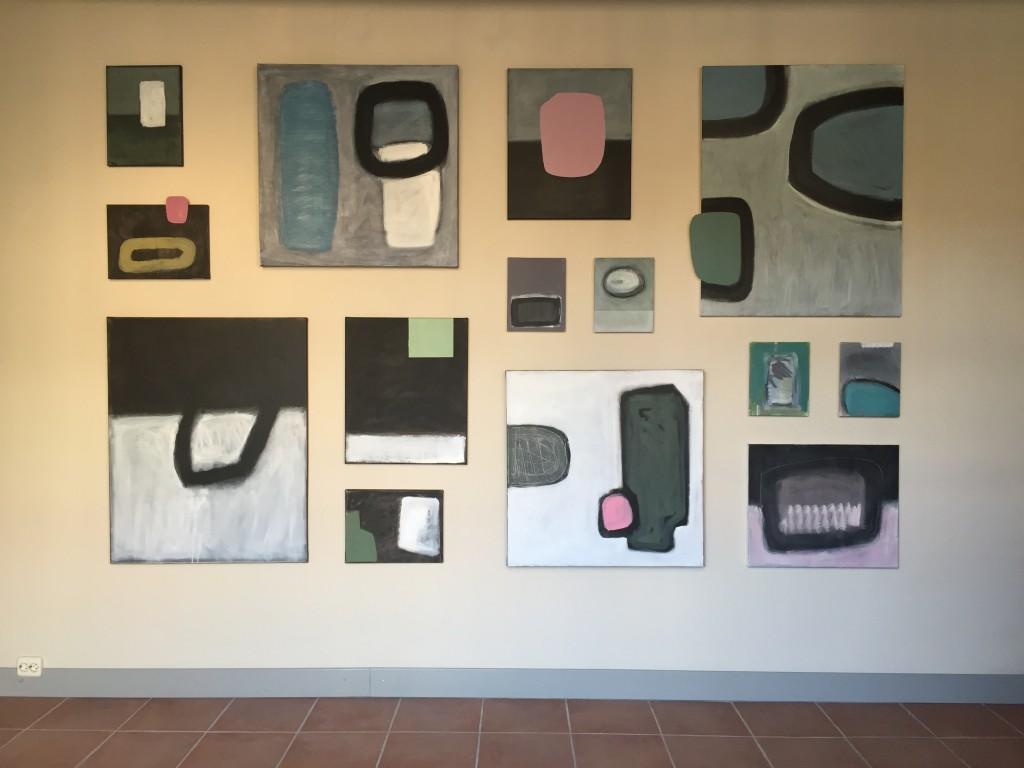 Wandinstallatie bij Galerie Mikst media.